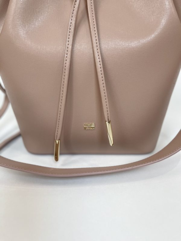 Бежевая женская сумка Cavalli Class логотип